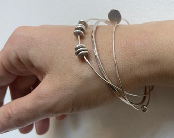 Sterling silver hammered bangle with 1 spinning silver pebble and 1 disc very dainty 1mm