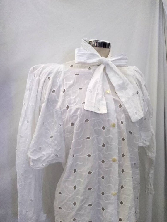 Beautiful 80s does Victorian Broderie Anglaise Whi