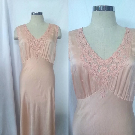 Beautiful 1930s Bias Cut Liquid Silk Light Peach G