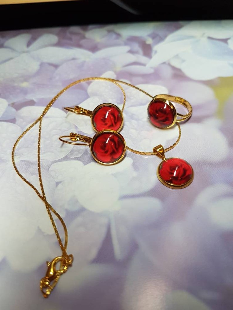 ring and chain with cabochons 05 blurred rose with gold Set of earrings