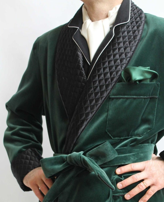Men Smoking Robe Jacket Handmade Green Velvet Quilted Coat New Arrival Evening Relaxing Belted Gown Party Wear Dinner Coat