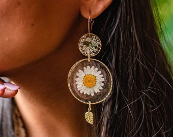 Witchy crescent moon earrings Daisy earrings Plant enthusiast gift Real dried flower earrings Botanical earrings Preserved flowers