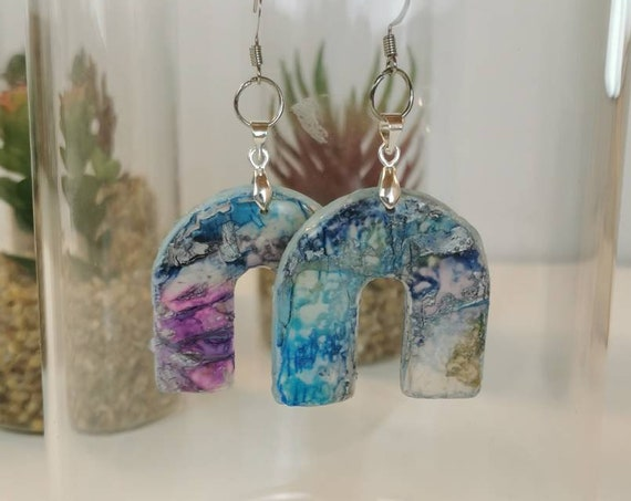 Clay and resin, arches earrings in blue and purple