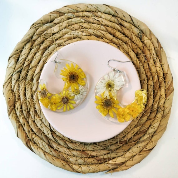Real flower in resin drop earrings