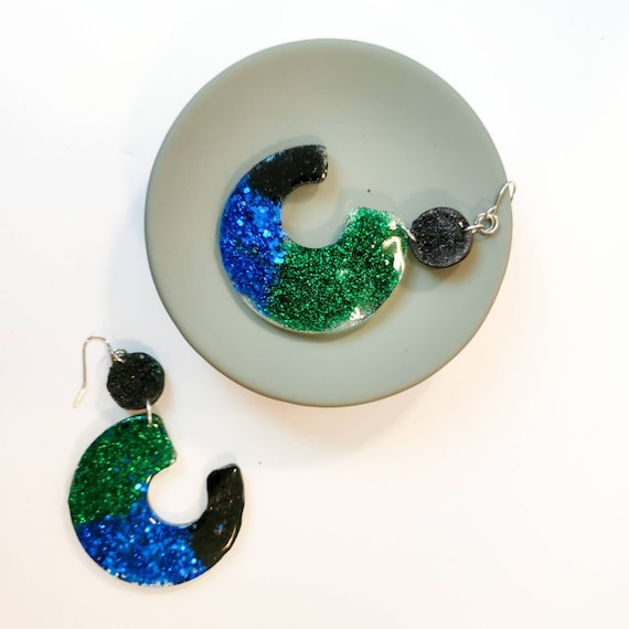 Glitter, black, blue and dangle earrings out of resin (nickel free)