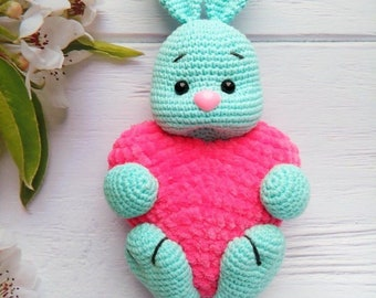 Free Crochet Patterns and Designs by LisaAuch: The Cutest Bunny ... | 270x340