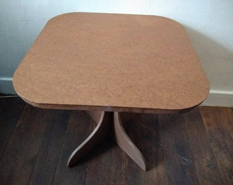 Square/rounded coffee table in cardboard and kraft paper, tobacco colour