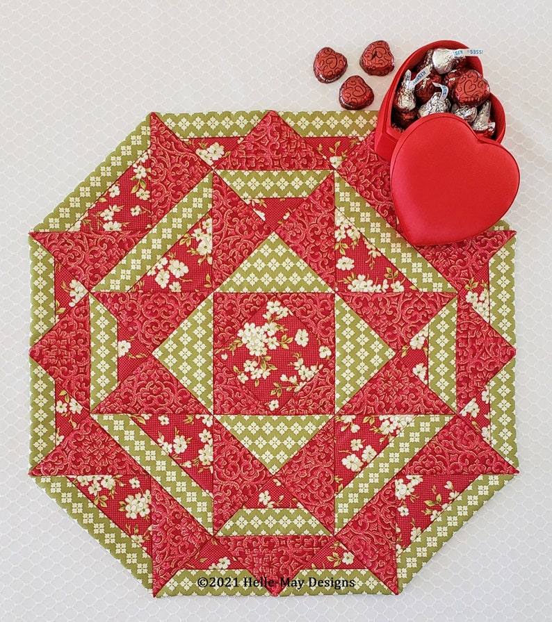 Candy Apple Table Topper Pattern image 0