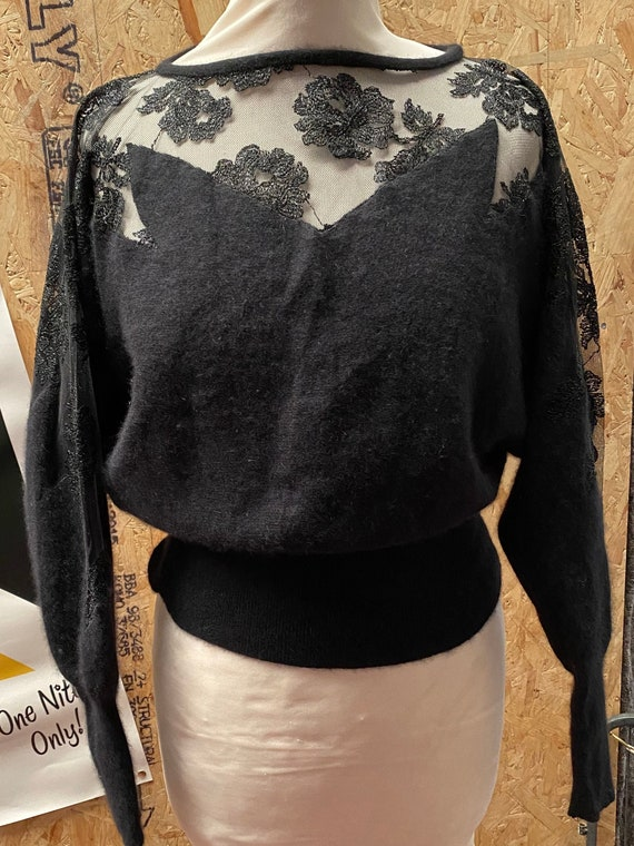 Fabulous vintage 1950s soft angora and lace bat wi