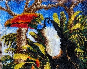 """Beautiful Shillcraft Toucan Latch hook rug 28""""W x 37""""H"""