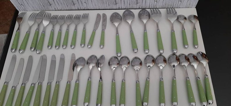 Oneida Palette-Hunter Green Inox Cutlery