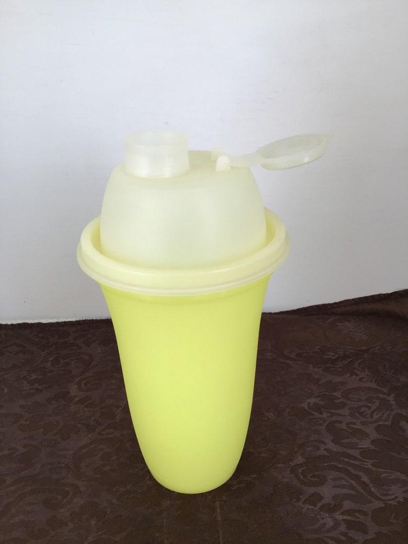 Vintage TUPPERWARE 16 Ounce Quick Shake Blender Bottle NO Wheel