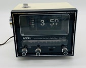Very eye-catching radio alarm clock from COPAL - with light and alarm from JAPAN - Very eye-catching space age model with folding numbers