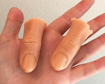 Severed Finger Cut Off Rubber Silicone Halloween Decoration Party Prop SFX Gore