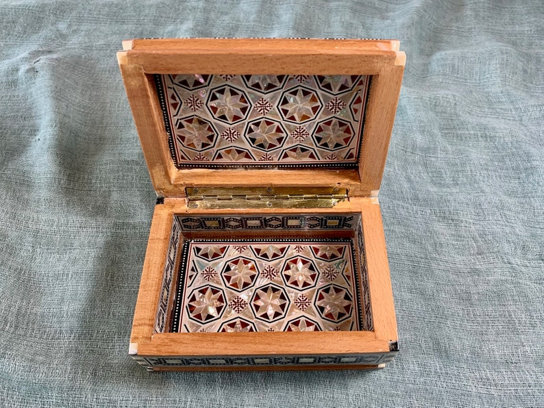 Egypt Handcrafted. Mother of Pearl Inlaid Jewelry Box