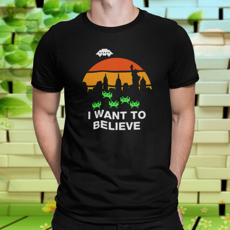 UFO Alien I Want To Believe Retro New York City Skyline Sunset Alien Space Invaders T-Shirt