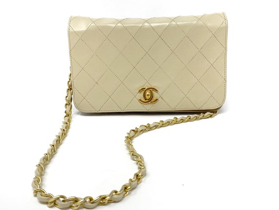 Chanel beige bag with authenticity certificate, an
