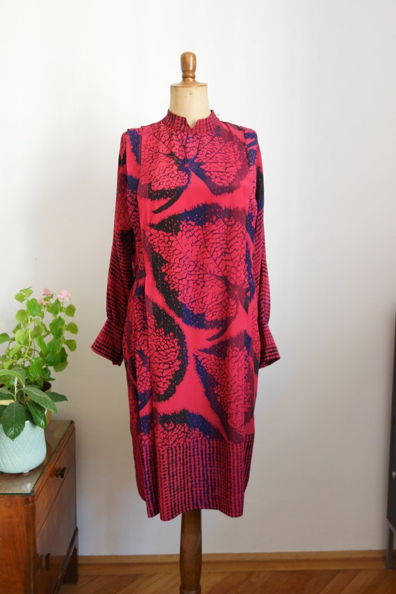 80s dress, blue fuchsia pink, leaves, classic blue