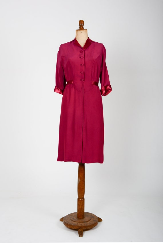 40s dress in fuchsia with buttons and belt, True V