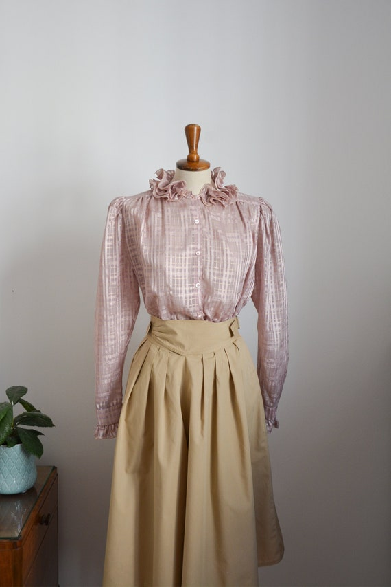 80s blouse with ruffle collar in lilac with golde… - image 1