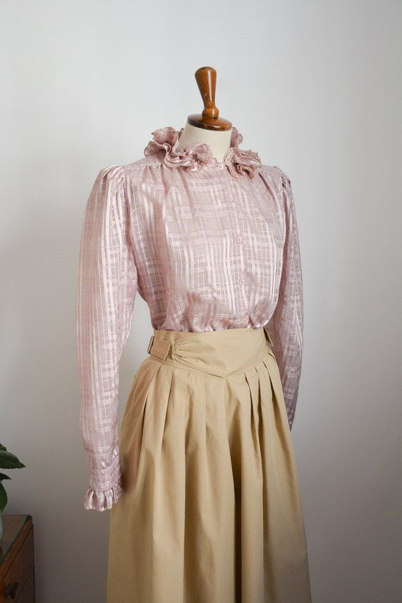 80s blouse with ruffle collar in lilac with golde… - image 2