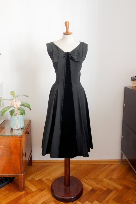 50s cocktail dress with large stitch