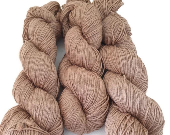 plant-dyed, natural sock wool, 100g strand, light brown, pinta -light brown-