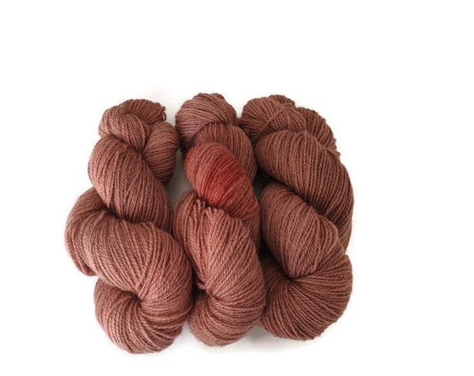 Plant-dyed organic sheep wool 100g strand Finkho -pink-red-