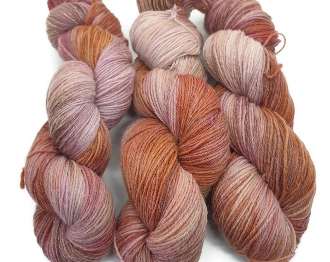 plant-dyed biospheres lambswool with linen content -sunset, orange tones combined with pink and pink tones, 100g strand