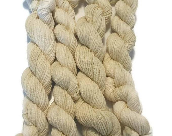 Plant-dyed organic merino wool 25g Rosy -lemon butterfly-