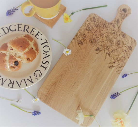 Daffodil Flower Design | Hand-Decorated Art | Oak Chopping / Display / Serving Board - Gift | House Warming | Birthday Present