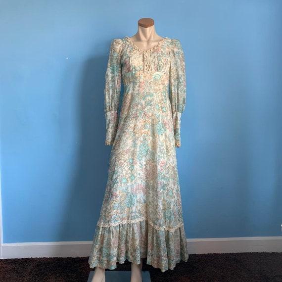 Beautiful 70s Floral Prairie Dress