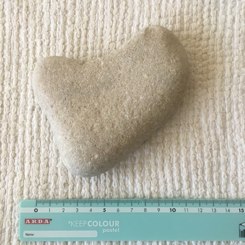 Unique Smooth Stone in Heart Shape For Crafts Natural Sea White Stone in Heart Shape