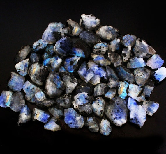 5000 Carat 600-700 Pieces Wholesale Moonstone Rough Natural Blue Fire Rainbow Moonstone Rough Gemstone Small Size Blue Sheen Moonstone V58-6