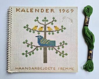 Haandarbejdets Fremme Calender 1969 Cross stitch Birds Patterns Kalender Spiral