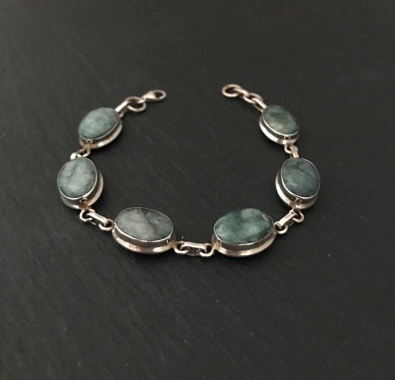 Stunning Large Natural Faceted Green Emerald And 925 Sterling Silver Oval Shaped Link Bracelet