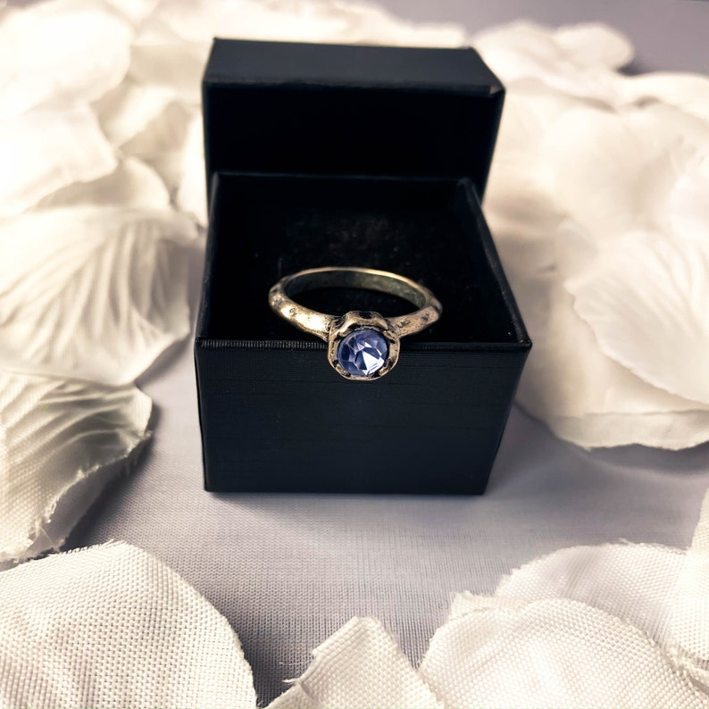 Art Deco Jewelry Antique Statement Ring Size 8 Vintage Jewelry Women /& Girls Costume Ring Silver Tone Blue Rhinestone Ring