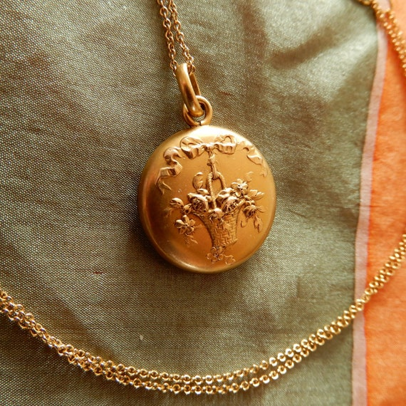 Antique Art Nouveau Gold Pendant