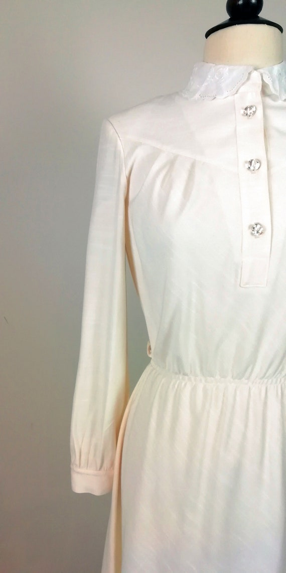Romantic '70s dress in ivory color - image 8