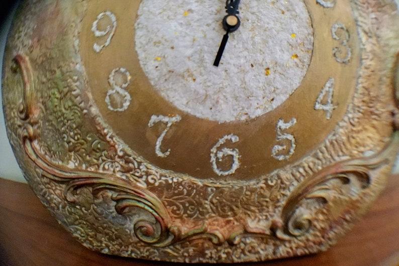 Horloge en bois, horloge de boîte de chapeau, décoration, horloge vintage, art mixte de médias, décoration romantique, décoration vintage, fait à la main.