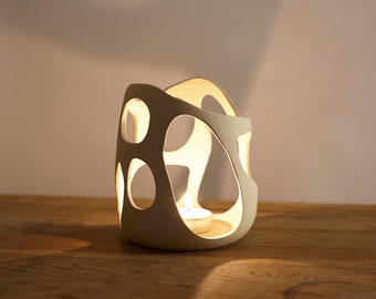 Candle holder for atmospheric atmosphere