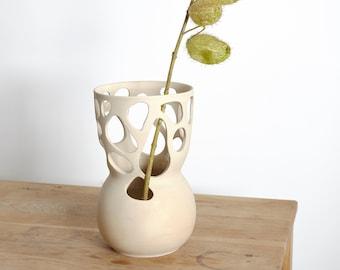Cutout No. 001 - beige Vase