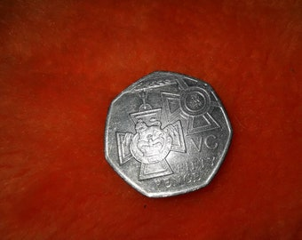 WW1 A Mini Victoria Cross Reproduction Pewter Lapel Pin Badge