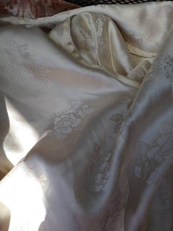 Vintage Chinese toile brocade silk coat - image 3