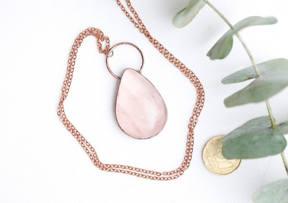 Quartz Rose necklace in patinated copper // Natural stone jewelry //