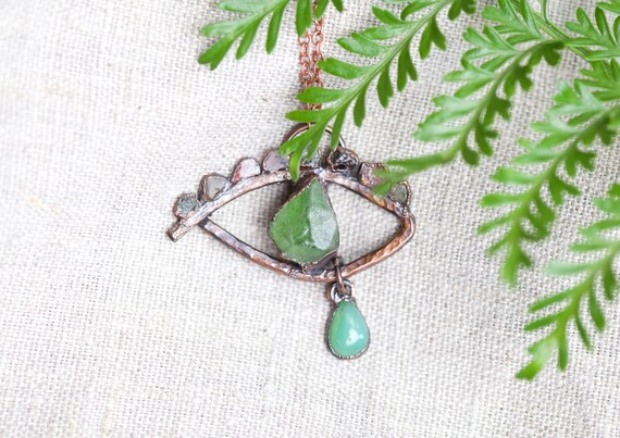 Eye pendant with raw peripal, tourmaline crystals and chrysoprase - talisman jewel - copper jewel