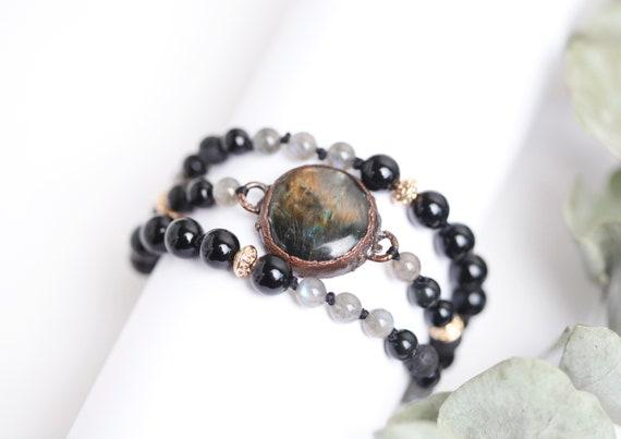 Labradorite bracelet in patinated copper - beads: Black Onyx, lava stone, labradorite // natural stone bracelet