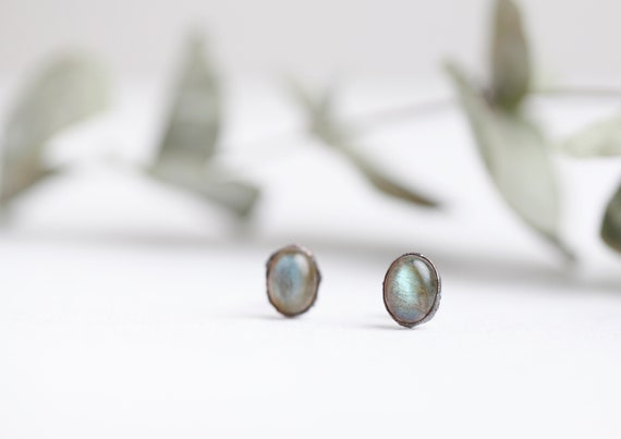Labradorite earbuds in patinated copper - Labradorite natural stone jewelry