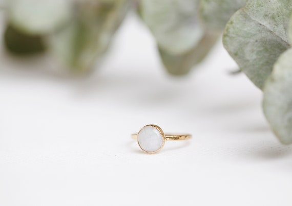White Labradorite Ring / Gold Copper Peristerite // FR T52 1/2 - US 6 1/4 // Natural Stone Jewelry