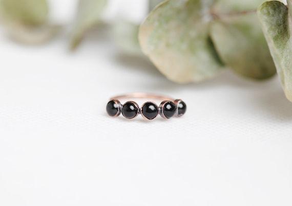Bague Onyx noir en cuivre patiné // Bijoux minimalistes // pierres naturelles